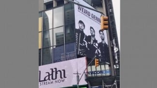 Weird Genius di Time Square, New York, Amerika Serikat.