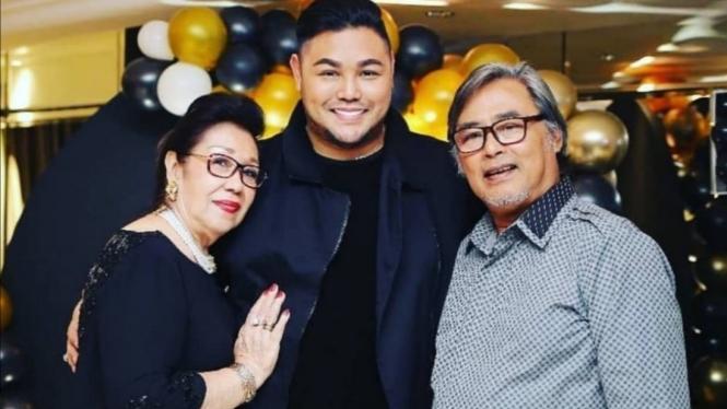 Ivan Gunawan bersama ayah dan ibunya.
