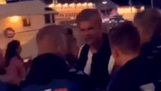 Striker Borussia Dortmund, Erling Haaland, saat ribut dengan petugas keamanan