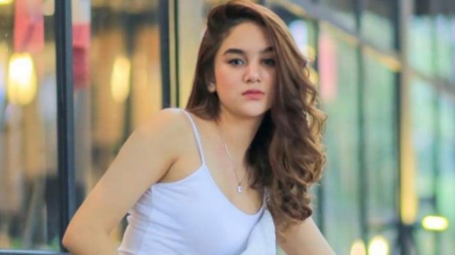 Aktris FTV, Hana Hanifah.