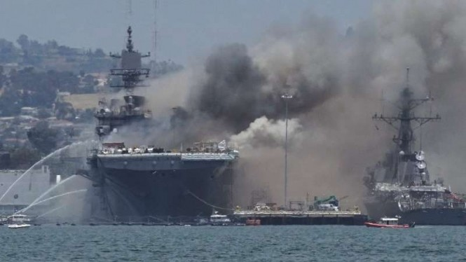 VIVA Militer: Kapal perang Angkatan Laut Amerika Serikat, USS Bonhomme Richard