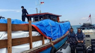 VIVA Militer: Pangamanan Kapal Berisi Pakaian Bekas Oleh Lanal Sumatera Utara