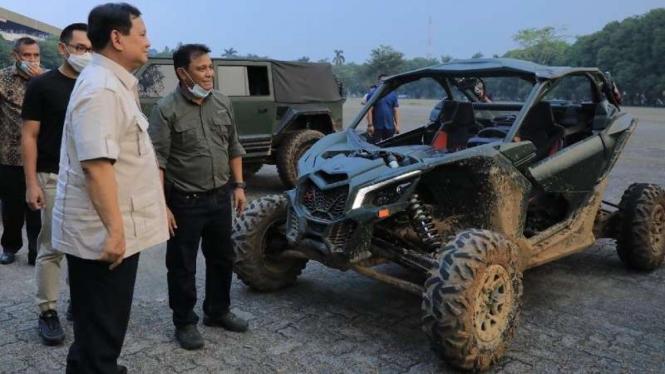 VIVA Militer : Prabowo Subianto melihat Rantis Buatan PT Pindad