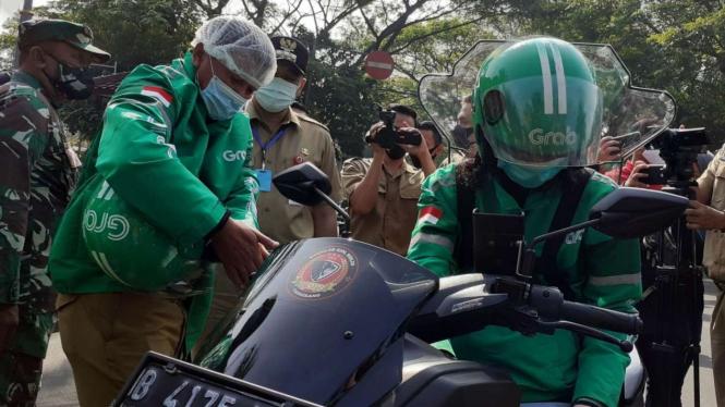 Ojek Online saat melakukan simulasi angkut penumpang di Kabupateng Tangerang.