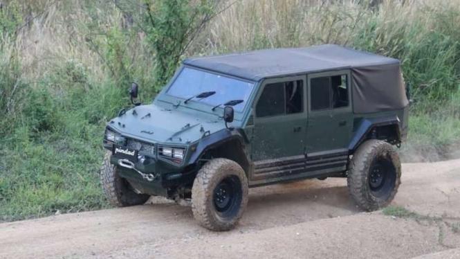 Kendaraan taktis Maung buatan PT Pindad (Persero)