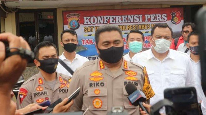 Kepala Kepolisian Resor Kota Besar Medan Kombes Pol Riko Sunarko dalam konferensi pers tentang penggerebekan praktik prostitusi di Medan, Senin, 13 Juli 2020.