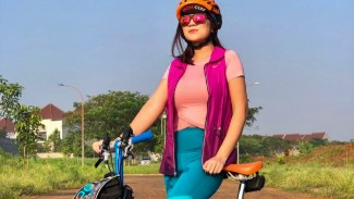 Gaya ngejreng tante Ernie ikut tren gowes bersepeda