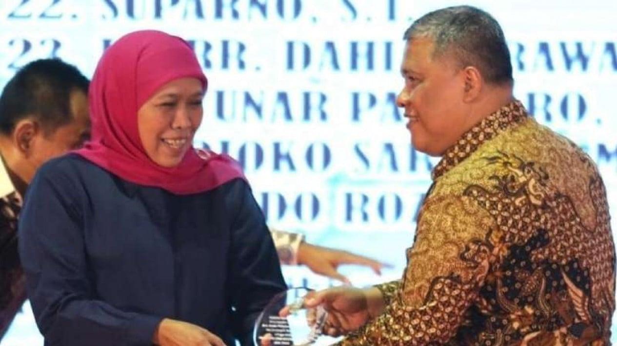 Kepala Bappeda Jawa Timur Rudy Ermawan Yulianto (kanan) semasa hidup bersama Gubernur Khofifah Indar Parawansa.