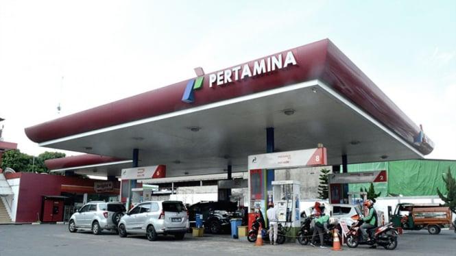 Pompa bensin atau  Stasiun Pengisian Bahan Bakar untuk Umum (SPBU) Pertamina