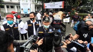 Wali Kota Bandung Oded M.Danial Saat Memberi Keterangan