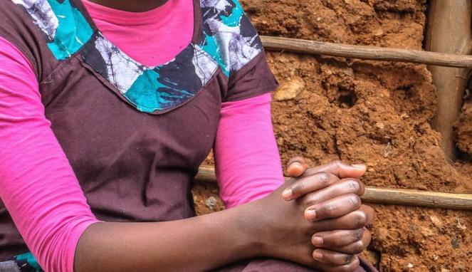 https://thumb.viva.co.id/media/frontend/thumbs3/2020/07/16/5f0fc1cc09a3e-anak-12-tahun-asal-kenya-dinikahkan-dengan-dua-pria-dalam-sebulan_663_382.jpg