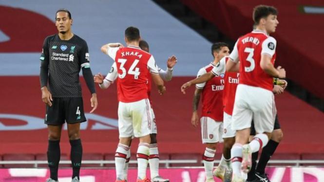 Bek Liverpool, Virgil van Dijk, usai melakukan blunder fatal