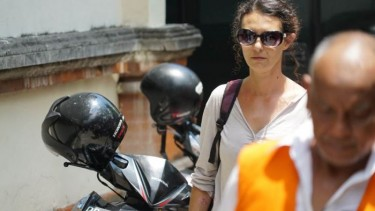 https://thumb.viva.co.id/media/frontend/thumbs3/2020/07/16/5f0fe5b86b2ef-perempuan-australia-dibebaskan-dari-penjara-kerobokan-setelah-terkait-kematian-polisi_375_211.jpg