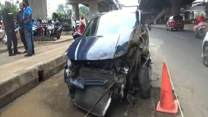 Mobil yang terlibat dalam kecelakaan maut di Jatinegara