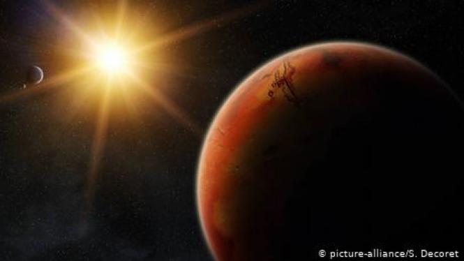 Planet Mars menghadap Matahari.