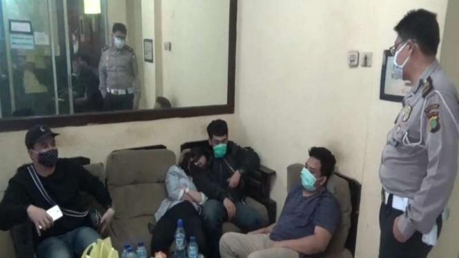 Wanita yang menjadi pelaku tabrakan maut di Jatinegara diamankan polisi