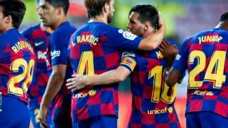 Lionel Messi bersama para pemain Barcelona