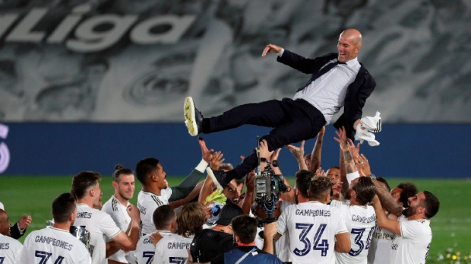 Real Madrid merayakan gelar juara LaLiga.