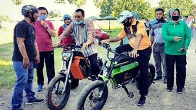 Sepeda Le-Bui sedang dicoba Gubernur NTB (Instagram/Le-Bui)