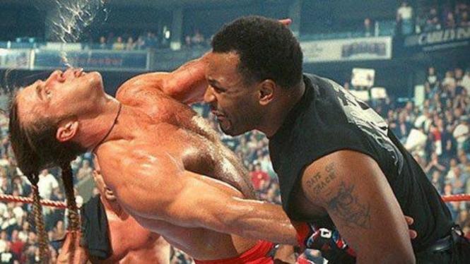 Mike Tyson muda bikin KO Jagoan WWE, Shawn Michaels