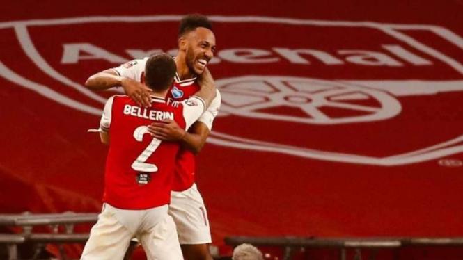 Pierre Aubameyang merayakan gol