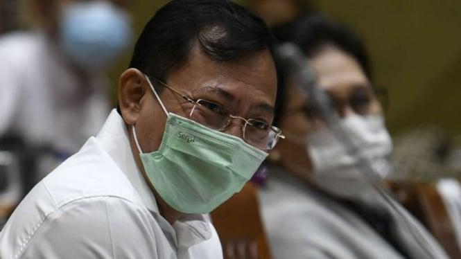 Menteri Kesehatan Terawan Agus Putranto (kiri)