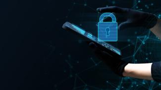 Hacker mengambil data pribadi korban.