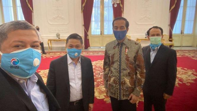 Fahri Hamzah, Anis Matta dan Mahfudz Sidiq Selfi Dengan Presiden Jokowi