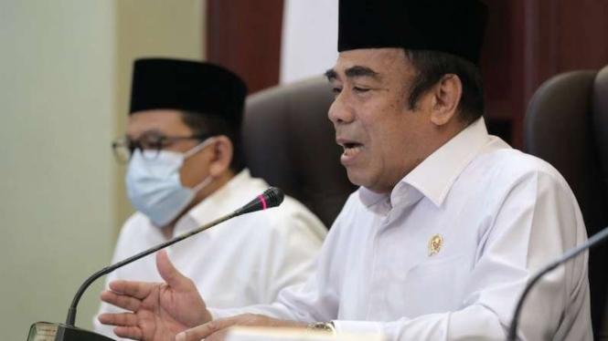 Menteri Agama Fachrul Razi (kanan) didampingi Wamenag Zainut Tauhid Saadi