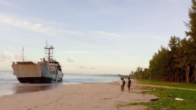 VIVA Militer: Kapal perang militer India yang mogok di Andaman.