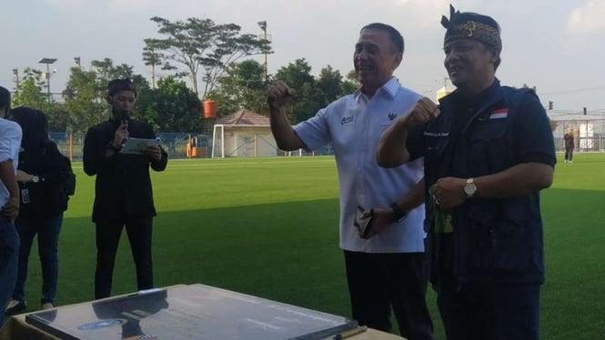 Bupati Bandung Dadang Nasser dan Ketua Umum PSSI Mochamad Iriawan