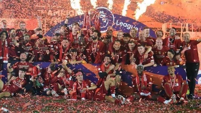 Liverpool merayakan juara Premier League 2019/2020 di Anfield