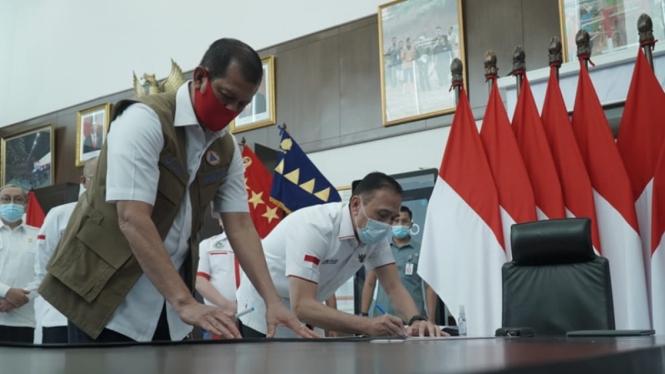 Ketua Satuan Gugus Tugas Penanganan COVID-19, Doni Monardo dan Mochamad Iriawan