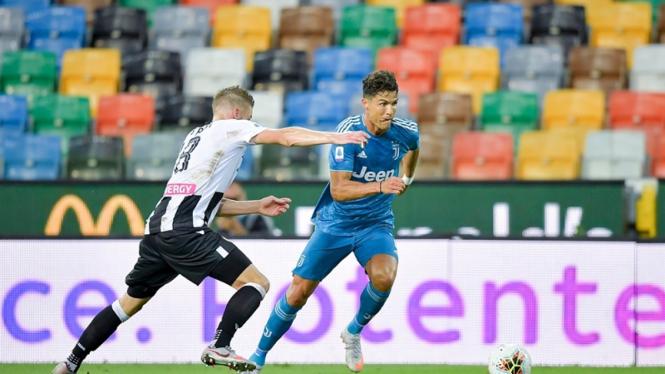 Megabintang Juventus, Cristiano Ronaldo saat menghadapi Udinese
