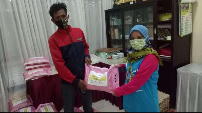 Bakrie Center Foundation Salurkan Bantuan Nutrisi Bagi Pasien TBC-RO di Makassar.