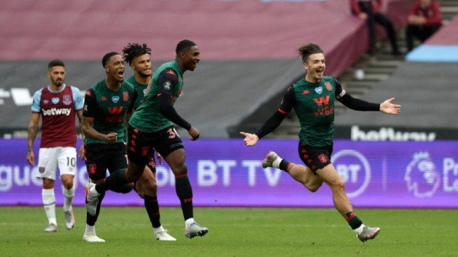 Bintang Aston Villa, Jack Grealish, merayakan gol ke gawang West Ham