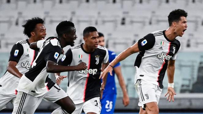 Megabintang Juventus, Cristiano Ronaldo, rayakan gol ke gawang Sampdoria
