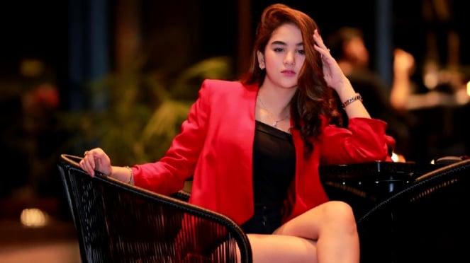 Pose Hana Hanifah