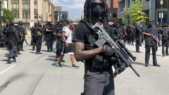 VIVA Militer: Milisi hitam bersenjata yang muncul di Amerika.