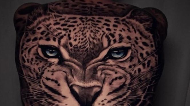 Tato macan tutul di punggung Winger NapoliMatteo Politano