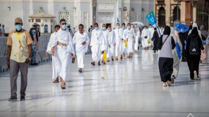 Jemaah haji usai melaksanakan Tawaf Qudum di Masjidil Haram