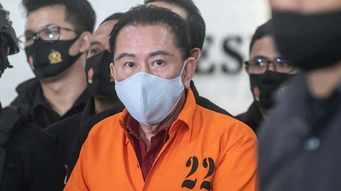 Buronan kasus korupsi pengalihan hak tagih Bank Bali Djoko Tjandra (tengah)