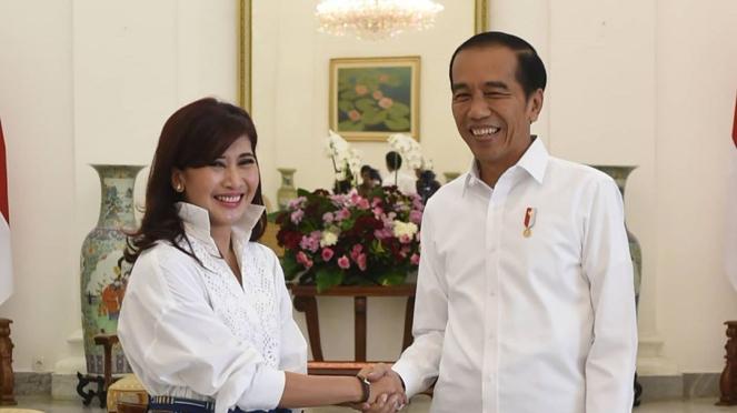 Foto Ike Muti bersalaman dengan Presiden Jokowi
