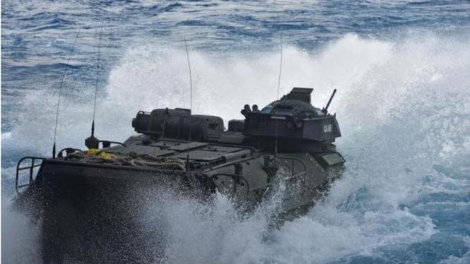 VIVA Militer: Kendaraan Tempur Amfibi AL Amerika Alami Kecelakaan