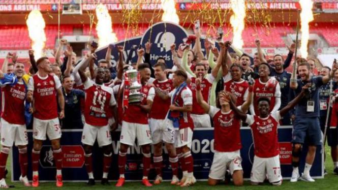 Pemain Arsenal rayakan gelar Piala FA 2019/20.