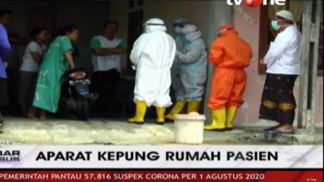 Aparat dan petugas medis mengepung rumah pasien COVID-19 di Aceh Barat