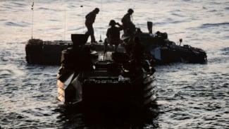 VIVA Militer: Kendaraan AAV AL Amerika Alami Kecelakaan