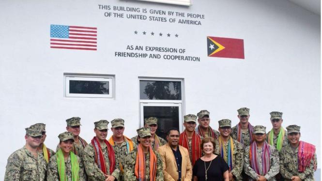 VIVA Militer: Prajurit Amerika Berfoto Bersama Prajurit Timor Leste