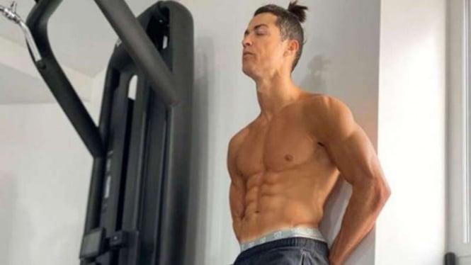 Cristiano Ronaldo bersih dari tato.