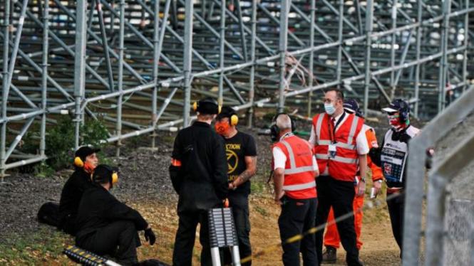 Empat demonstran menerobos ke sirkuit Silverstone selama GP Inggris berlangsung